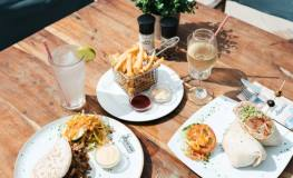 10 Restaurants within walking distance from LionsDive